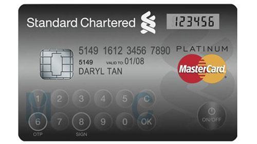 Thẻ tín dụng sắp có màn hình và bàn phím